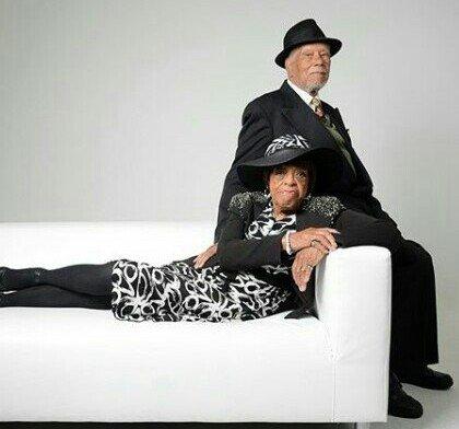 Awwww! Elderly couple celebrate their 74th wedding anniversary with beautiful photo