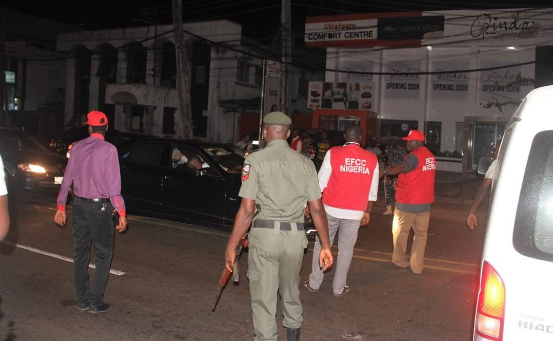 EFCC arrests 10 yahoo boys,recover 10 exotic cars at Lagos night club