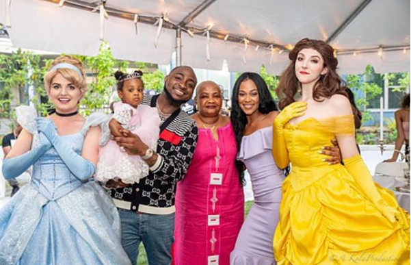 Davido shares lovely photo with his 2nd babymama and daughter