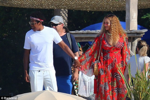 Beyonce ,Jay-Z and Blue Ivy look picture-perfect in Cannes - Miss Petite Nigeria Blog
