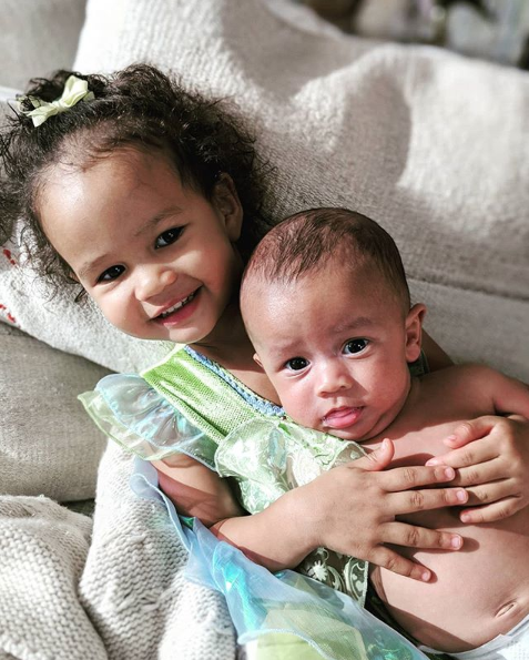 This Photo Of John Legend And Chrissy Teigen's Kids Is