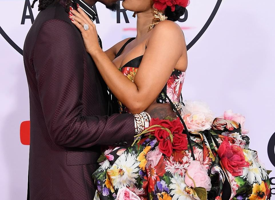 Photos: Cardi B and Offset kiss at the American Music Awards 2018
