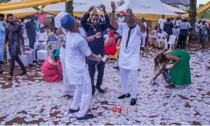 Spray naira at party and go to jail from venue